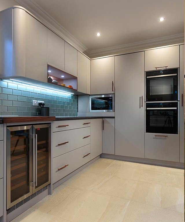 MODERN KITCHEN IN FARROW AND BALL PURBECK STONE