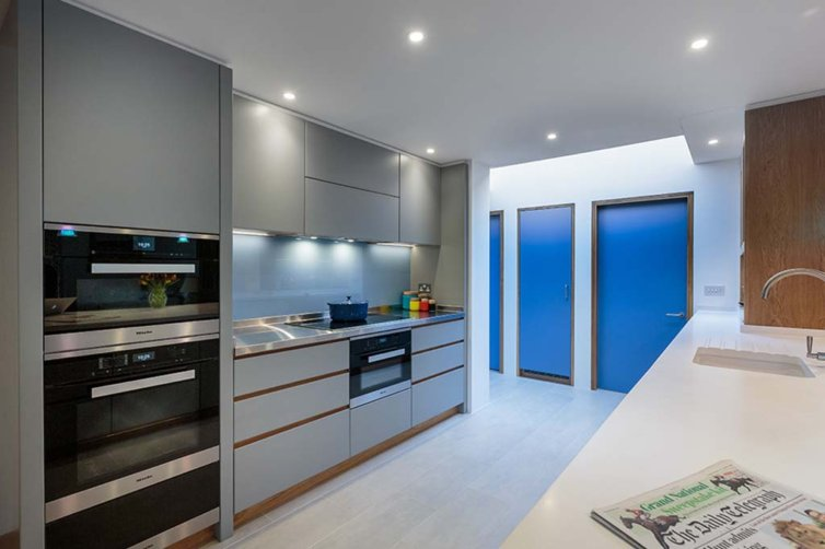Church Ave East – Contemporary handleless bespoke Kitchen
