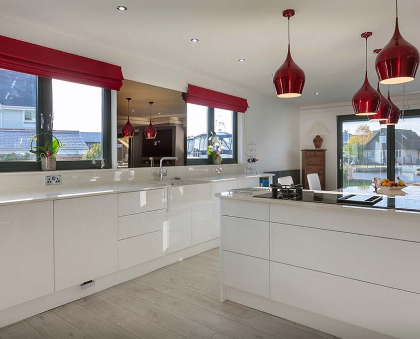 Hoveton – Bespoke high gloss kitchen Norfolk